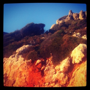 Reddish hills on the way to Kaş (image by Liz Cameron)