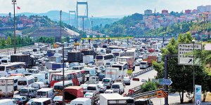 Istanbul's Fatih Sultan Mehmet Bridge in traffic (Image from Today's Zaman)