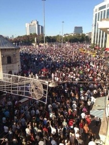 Peaceful protest in Taksim Square (Image from Occupy Gezi's FB page)
